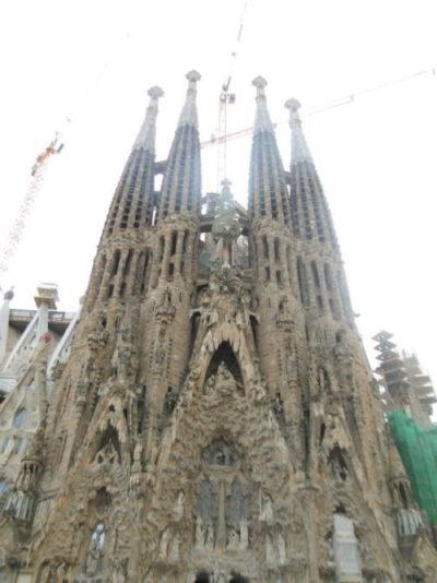 foto da igreja sagrada familia em barcelona